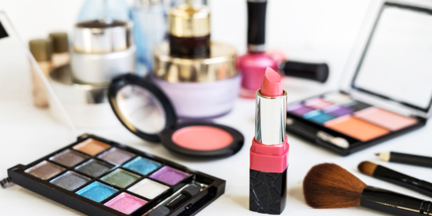 Top cosmetic products to include in the bridal makeup